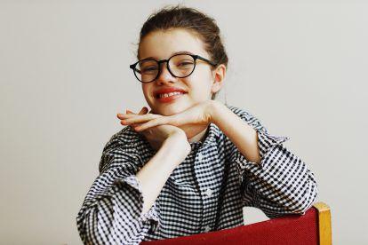 モネが愛した《E.B.メロヴィッツ》のメガネ【FUDGE GIRLのためのアクセサリークリップス】
