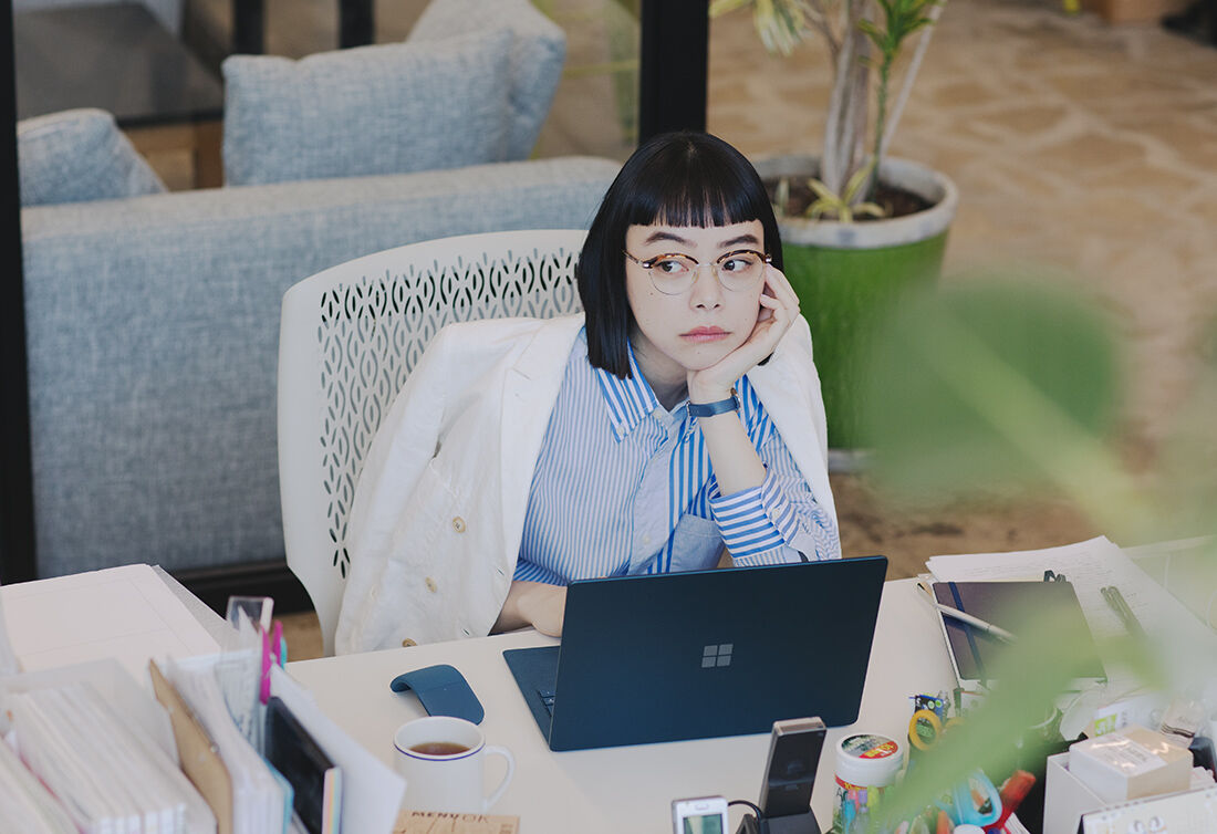 GEEK GIRL is always with Surface Laptop 2 !