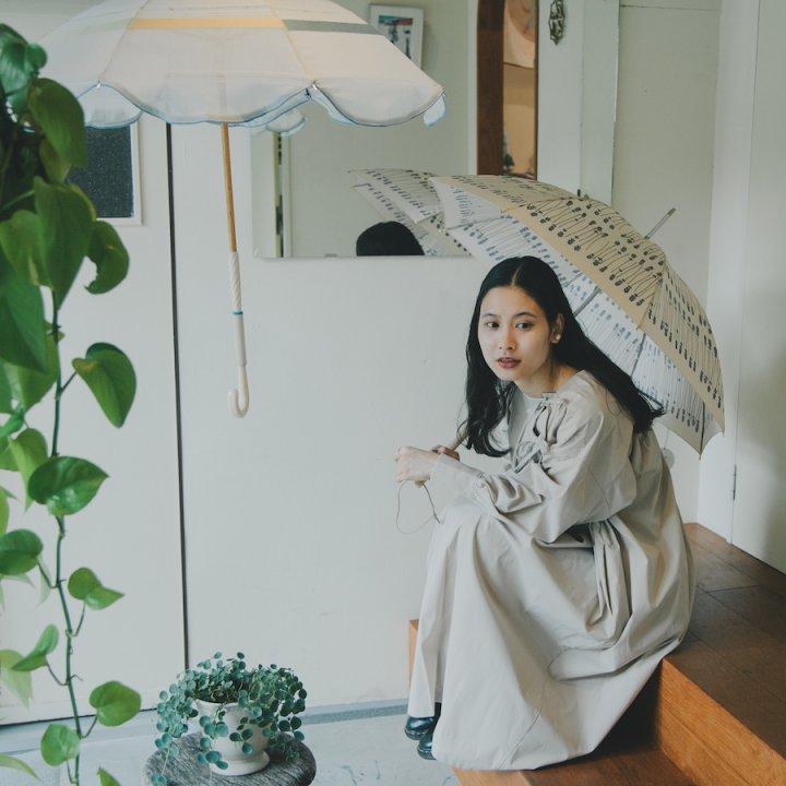 傘の仕草《コシラエル本店》  【前田エマの東京ぐるり】