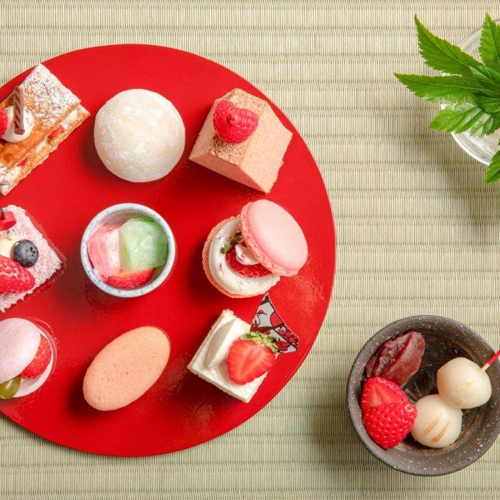 お重とお箸で楽しむ和テイストのストロベリーデザートビュッフェ「ヒルトン東京お台場」