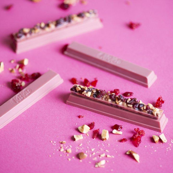 《キットカット》から見た目もさらに華やかに進化した、バレンタイン向けルビーチョコレートが数量限定で登場