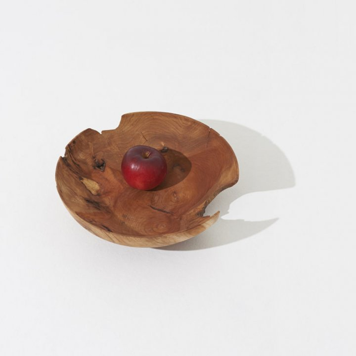 一期一会の美しさに心躍る《pejite(ペジテ)》の木皿で、表情豊かな食卓を演出して