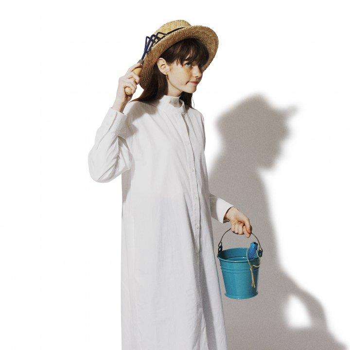 """ワンピースをデニムパンツでカジュアルダウン【""""デニム""""ガールの着まわし30days】"""