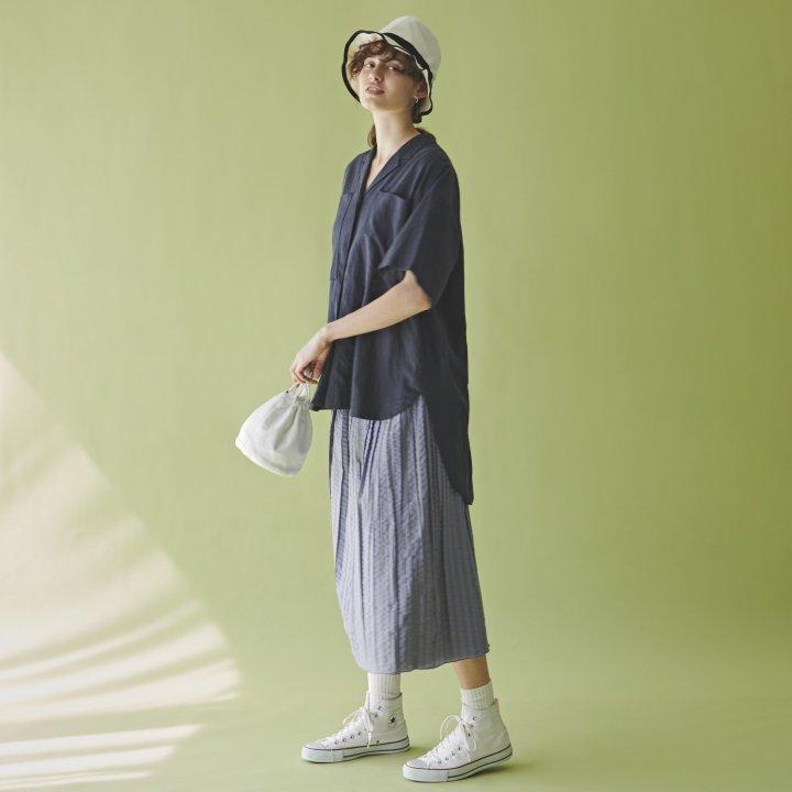 """ワンツーの合わせでもサマになる開襟シャツ【""""スウィッチ""""ガールの着まわし31days】"""