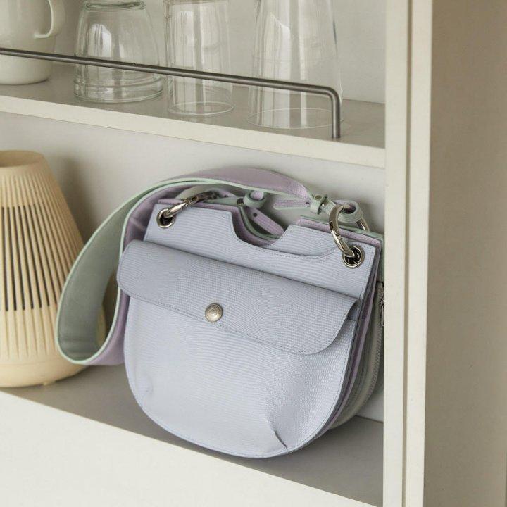 長財布くらいの大きさが可愛い!《ビューティフルピープル》のリザードエンボス バッグをタイトに斜めがけ【FUDGE GIRLのためのアクセサリークリップス】