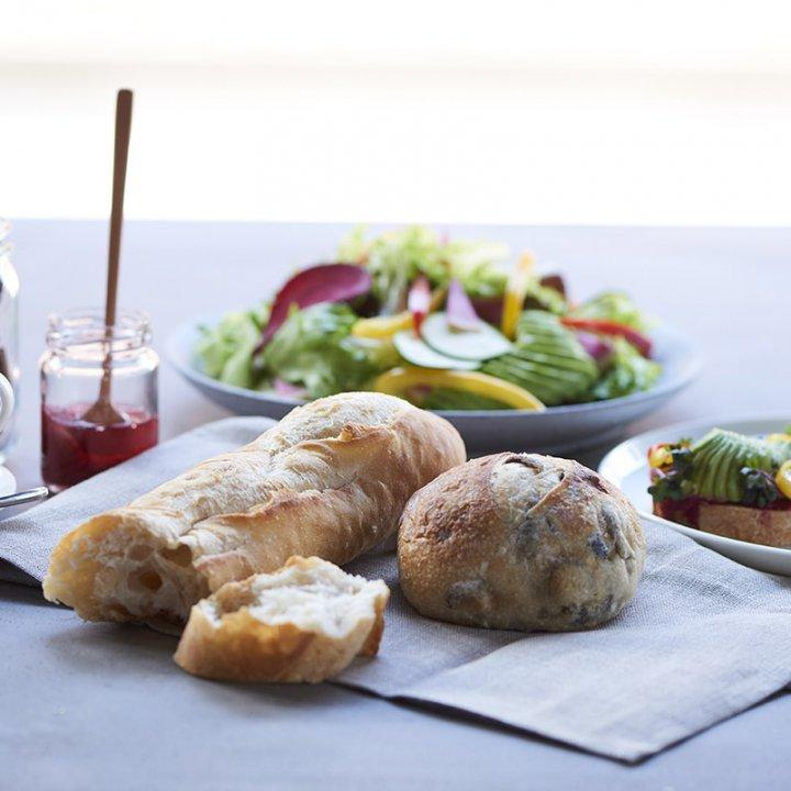 オーガニックと環境配慮にこだわったベーカリーカフェ《 1110 CAFE/BAKERY(イチイチイチマルカフェベーカリー) 》がグランドオープン