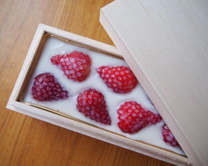 恵比寿「雄」の銘菓「苺みるく生洋羹」【旅するデザイナーがおすすめする旅先でのお土産たち!】