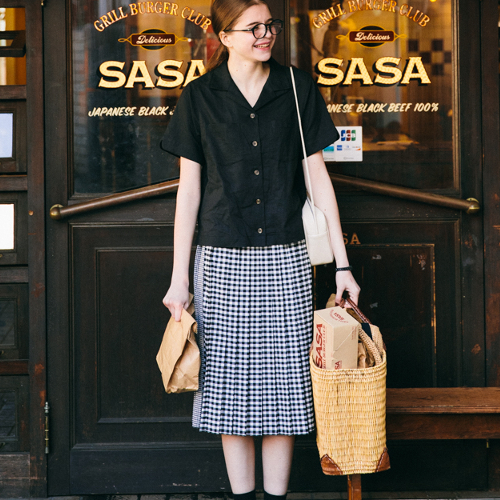 【コラボ】キルト風プリーツスカート blackカラーのモデルカット