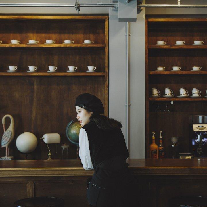 カウンターに座って《喫茶 半月》【前田エマの東京ぐるり】