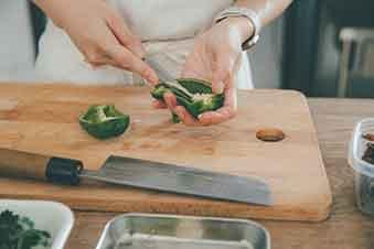 根菜の肉味噌のアレンジレシピ、生ピーマンの肉詰め