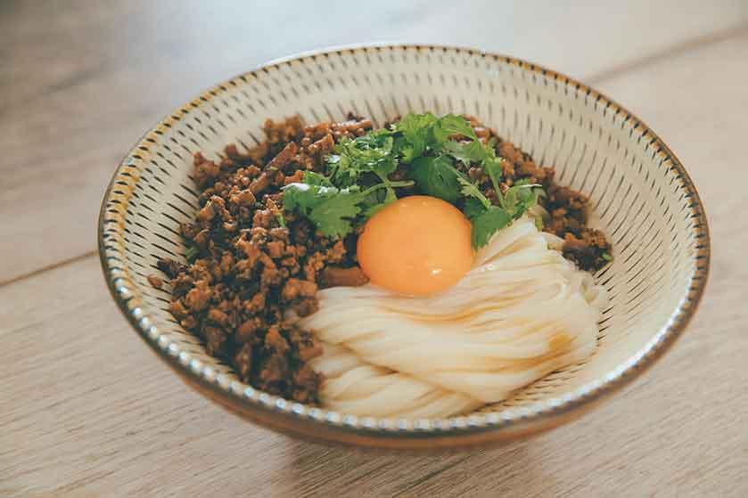 根菜の肉味噌のアレンジレシピ【肉味噌がけうどん】