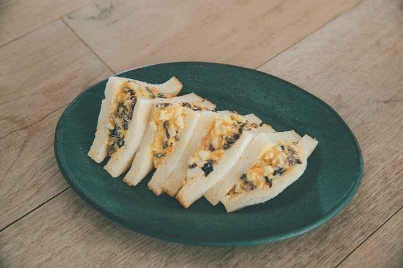 半熟卵の西京味噌漬けのアレンジレシピ【たまごときくらげのサンドイッチ】
