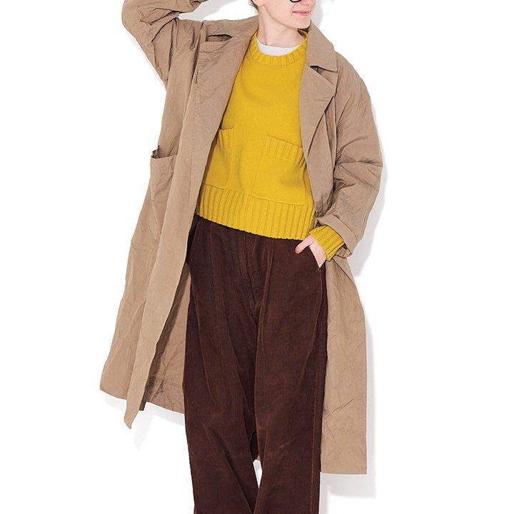 コートの袖をくるりとまくってトップスのイエローのアクセントを分散【本日のFUDGE GIRL-2月23日】