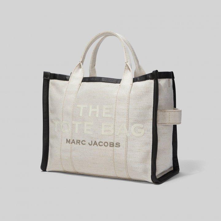 《マーク ジェイコブス》で人気のトートバッグ「THE SUMMER TOTE BAG」のミニサイズが登場