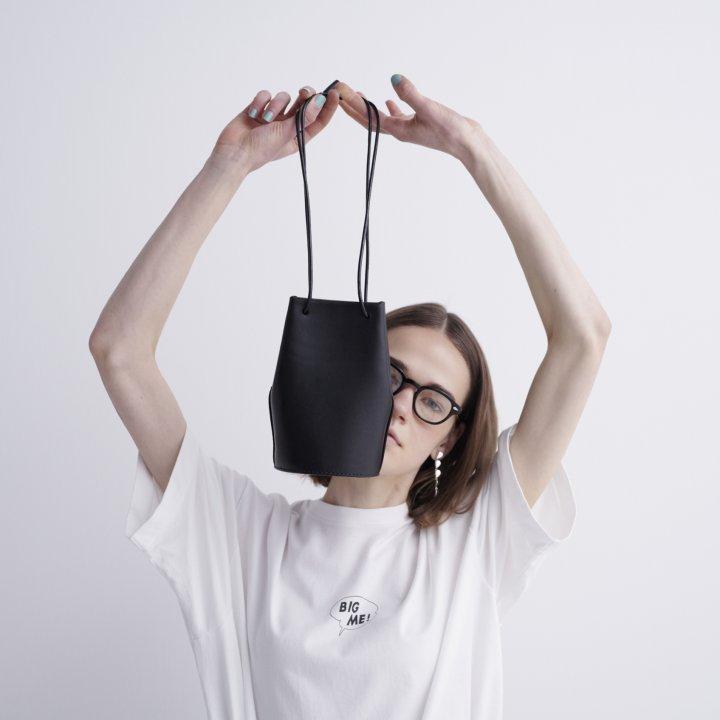 使いたい時に使いたいスタイルで持てる《アボキカ》のミニバケットバッグがとても今の時代らしい。【FUDGE GIRLのためのアクセサリークリップス】