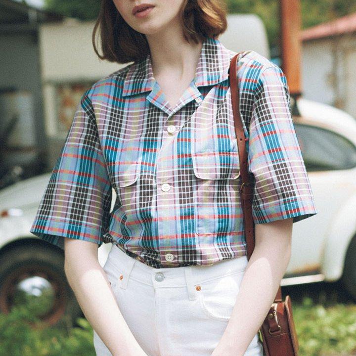 クリーンなホワイトパンツがあれば、開襟シャツがもっとハンサムに【本日のFUDGE GIRL-7月30日】